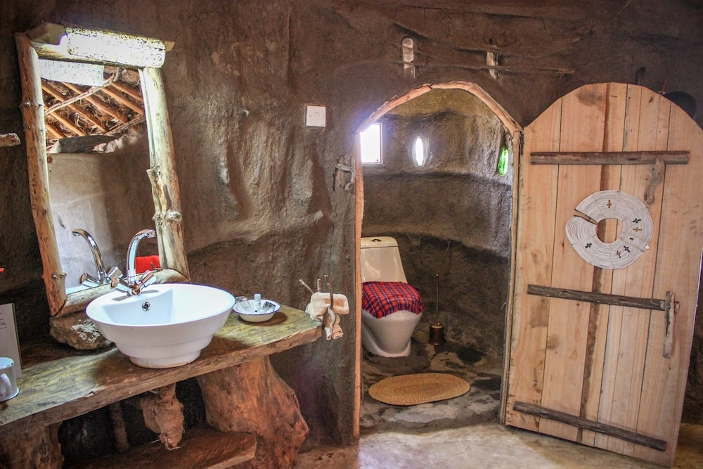 SH bathroom (1)-min